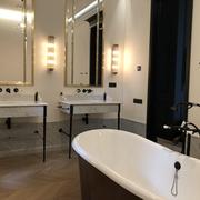 Ванная комната с изделиями из мрамора