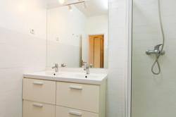 PR_Flat_rooms_-_Bathroom__nº2_-_Room_nº5_to_8_-_Foto_2.jpg