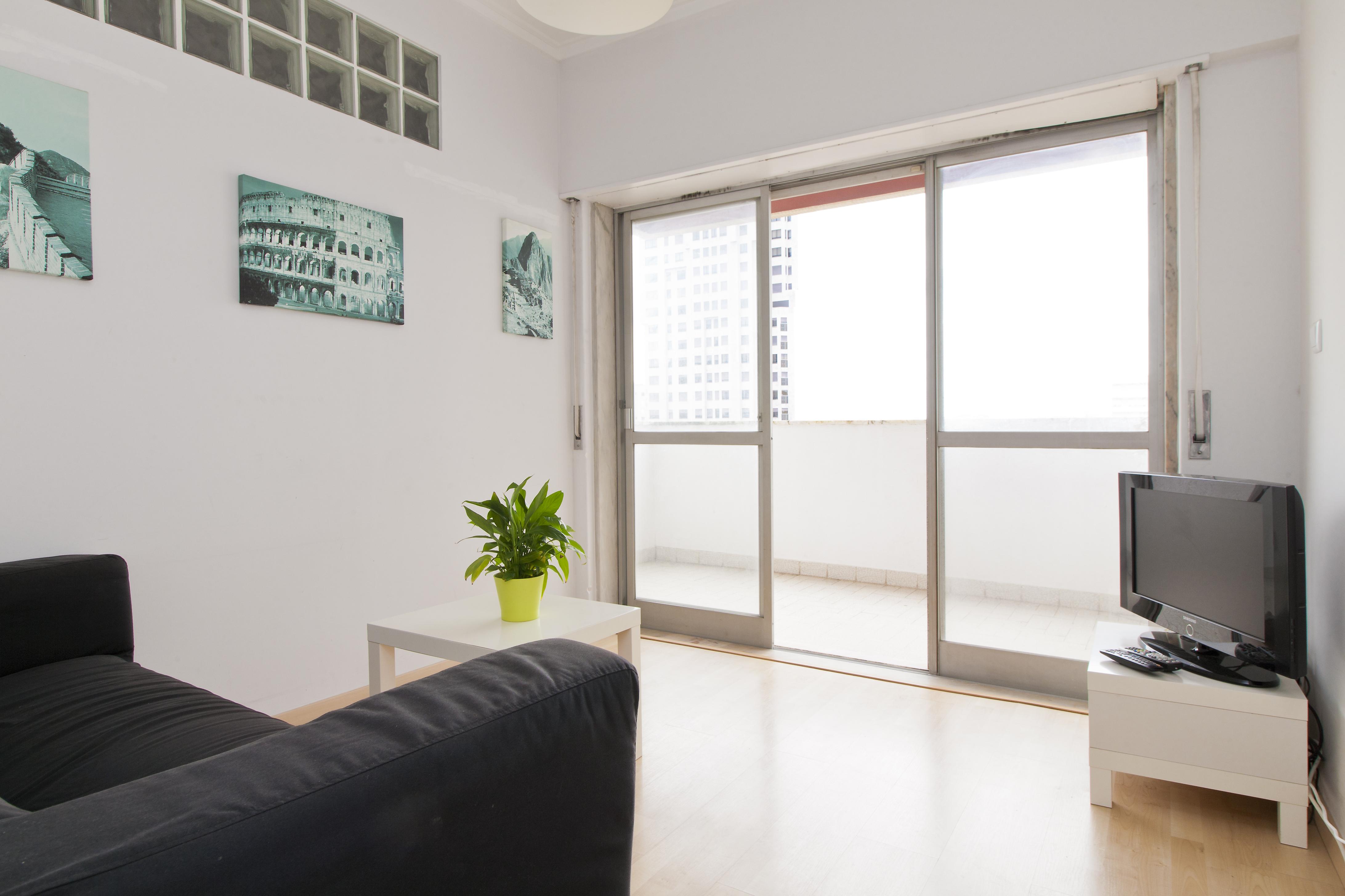 AE - Areeiro - Sala Tv e varanda - Foto 1.jpg