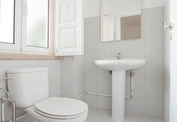 BE - Casa de banho social. Social Bathroom - Foto 1.JPG