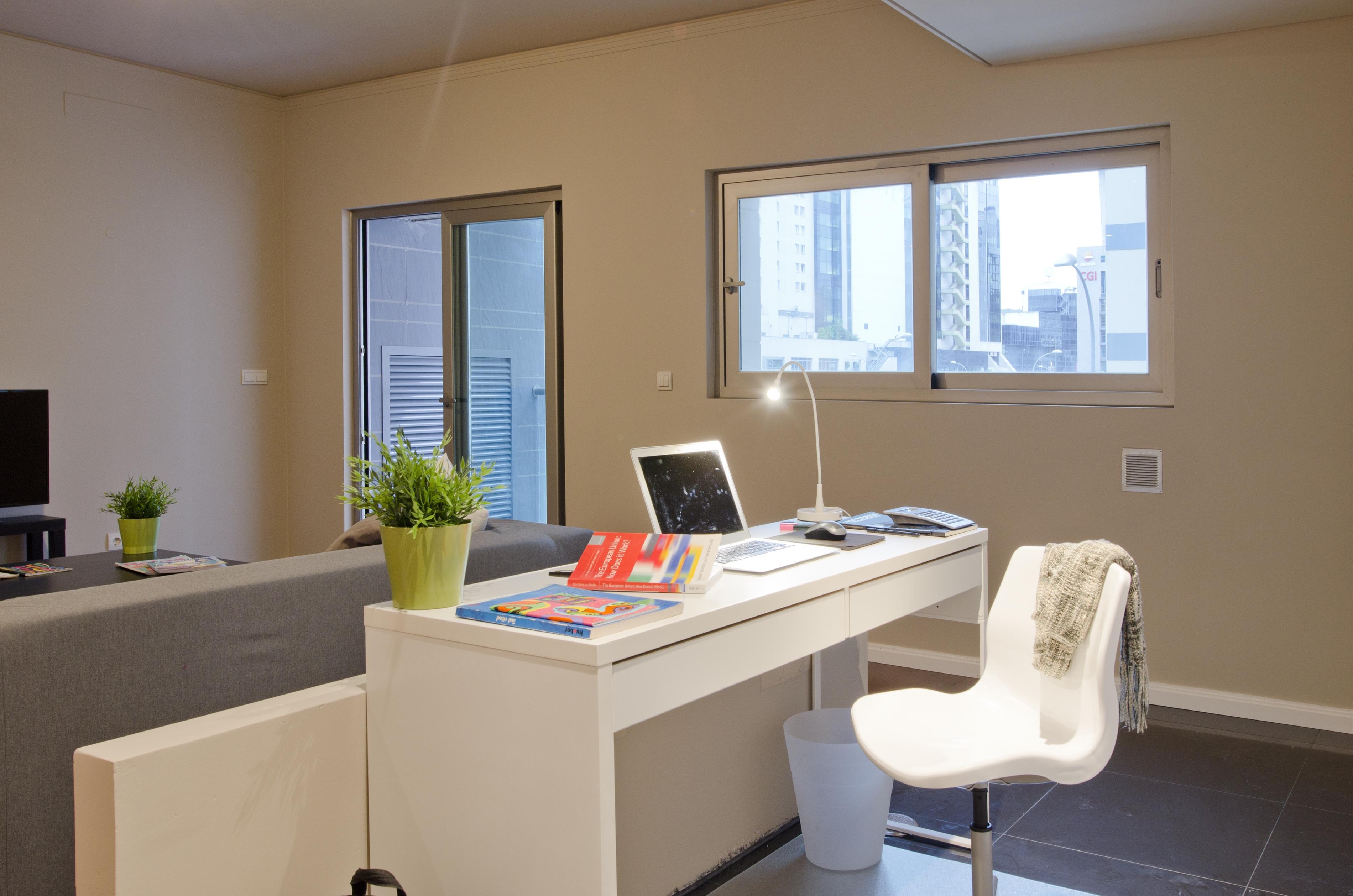 PE - Suite 6 - Foto 4 - Living.JPG