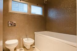PE - Suite 5 - Foto 9 - IS.Bathroom.JPG