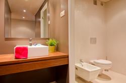 PE - Suite 1 - IS.Bathroom - Foto 2.JPG