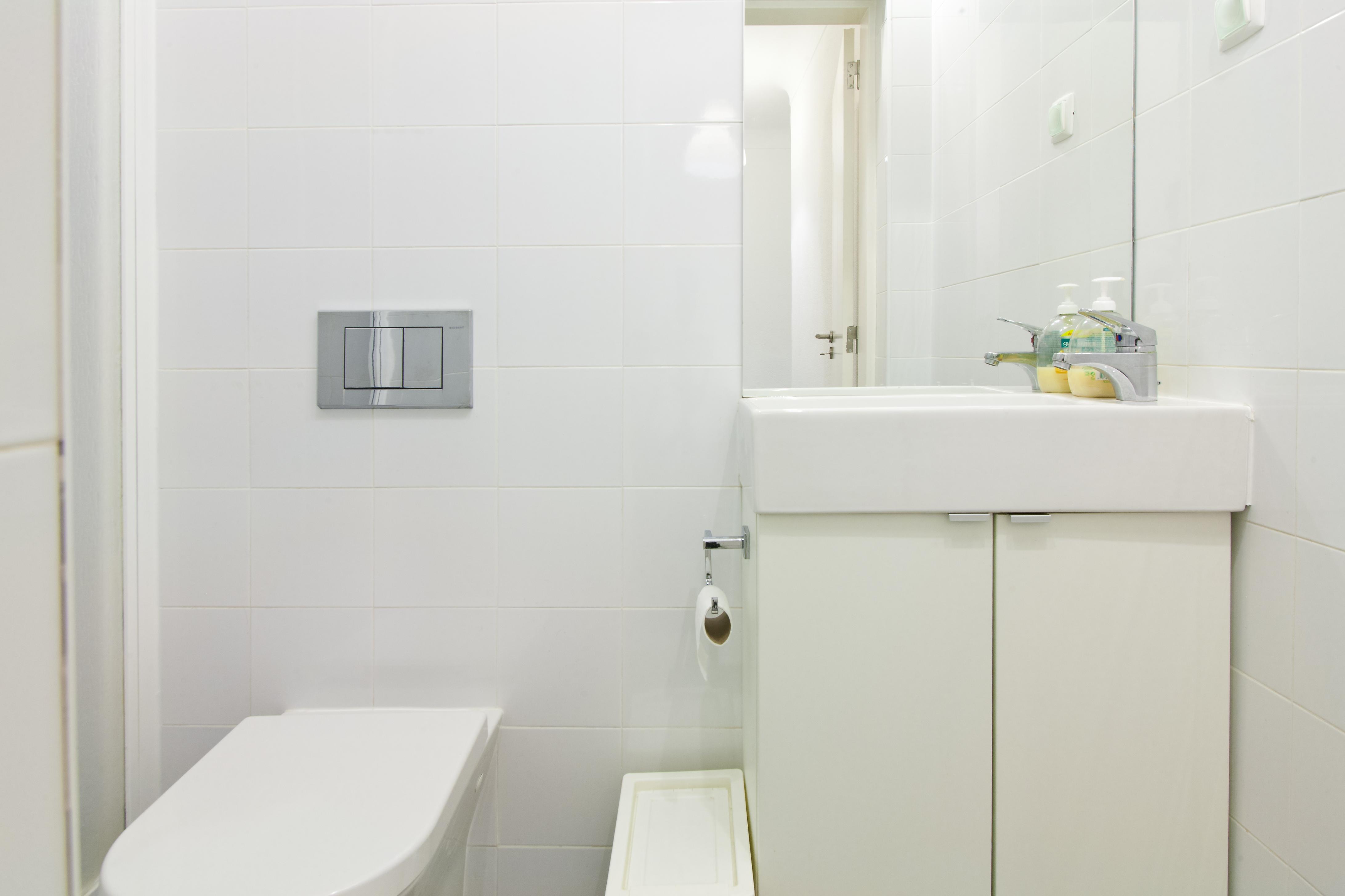 GJ - Bathroom nº2 - Quartos.Rooms nº1, 5, 6 - Foto 1.jpg