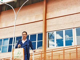 Alê Olív, embaixador da moringa no Brasil, chega à Brasília