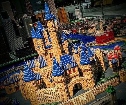 Le château de Disneyland est pratiquemen
