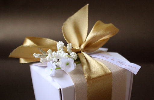 gold theme wedding favors