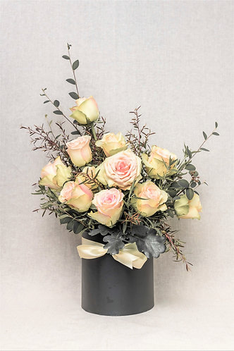 12 pink roses in hat box