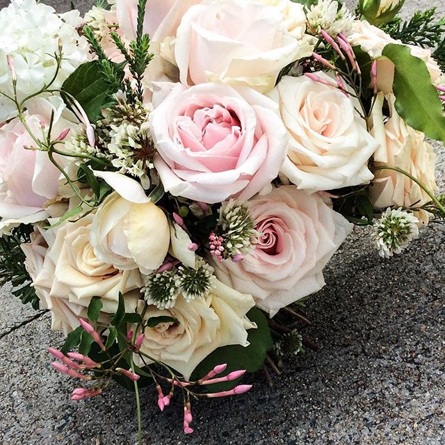 Saturday Brides #weddings #bridal #rydgescapitalhill #localflorist #canberra #pastelroses #marriage