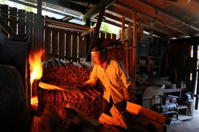 工房の里の窯焚き
