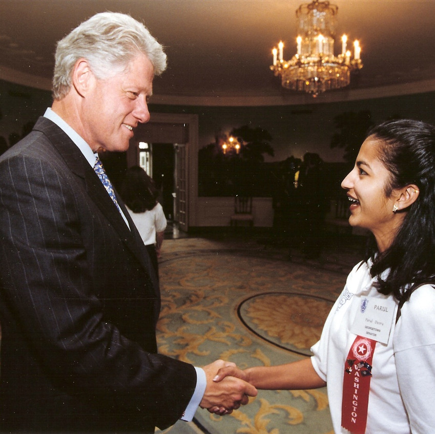Parul shaking hands with President Clinton.