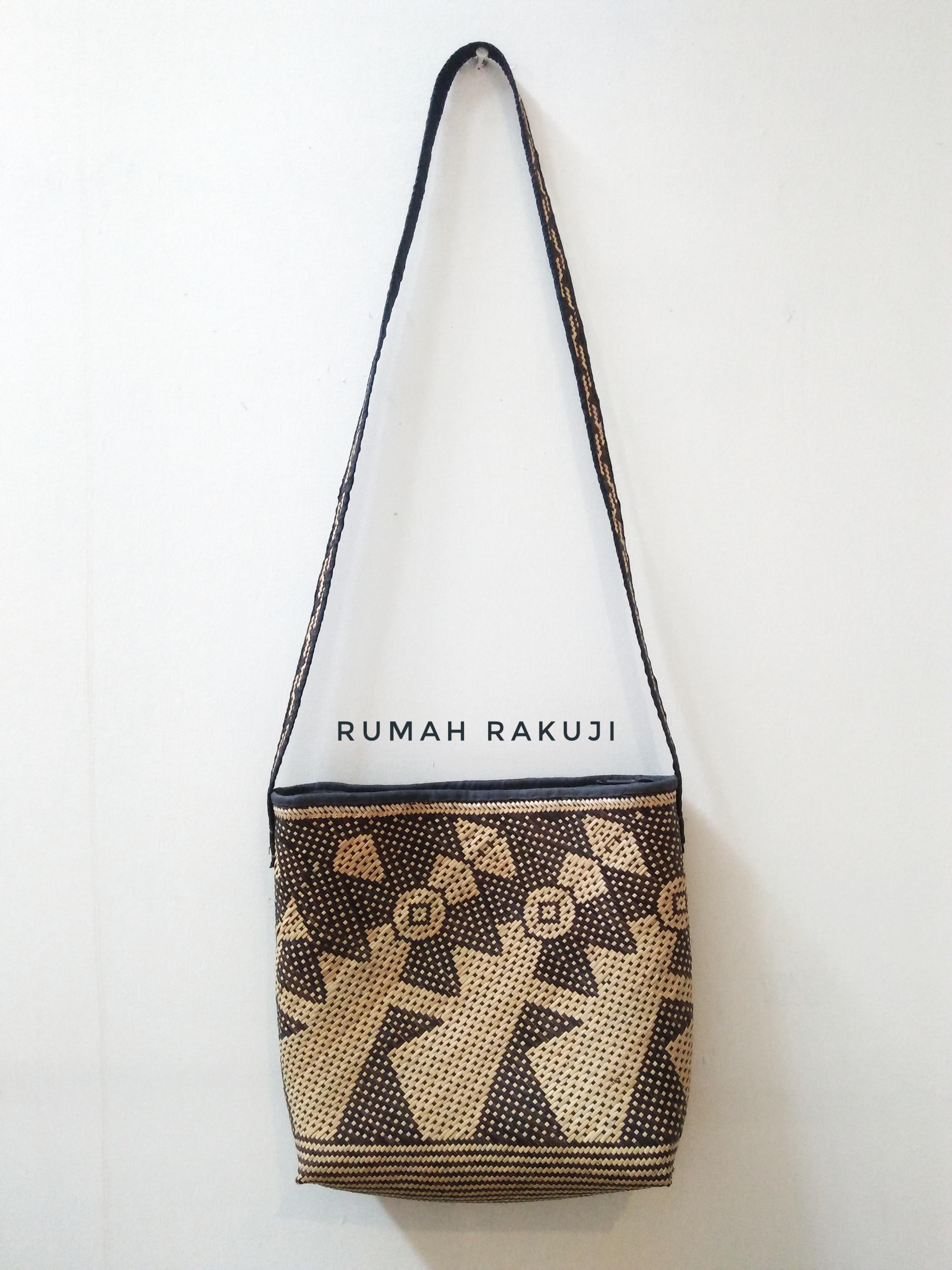Rattan Sling Bag Motif