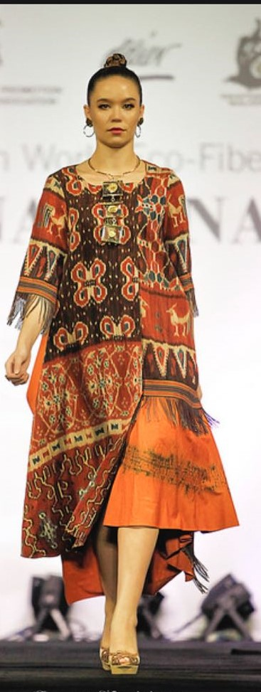 Red dress of Sumba woven