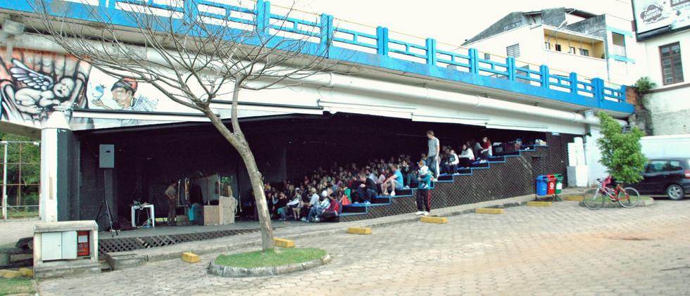 Embaixo da Ponte tem Teatro