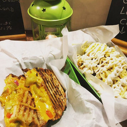Weekends here , pause diet ✅ open til la