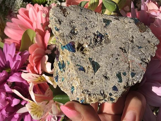 Calcopirita iridiscente con siderita natural
