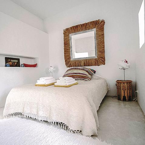 cocoon Queen bed2-1.jpg