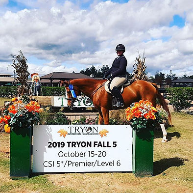 Don't Tell Wyoma won the USHJA 2'9 Hunte