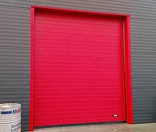 porte sectionnelle rouge industrielle