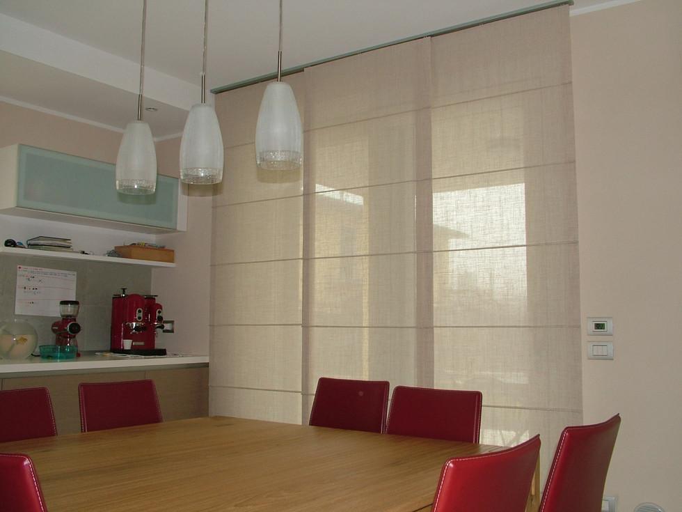 Come scegliere le tende per la tua cucina con vista su Verona!