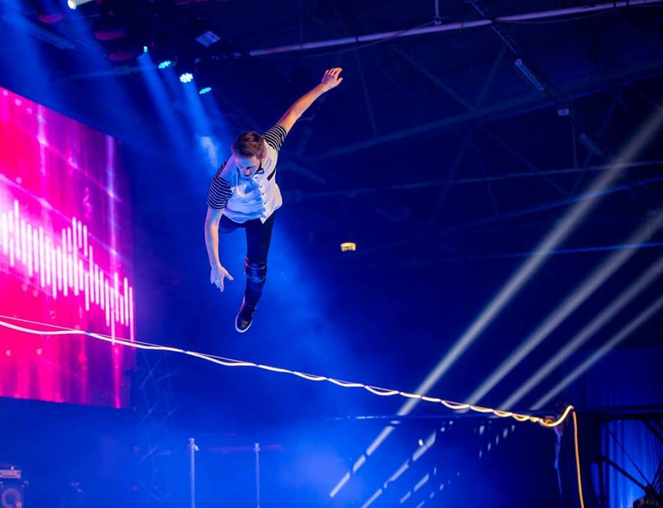 LED show - slackline freestyle