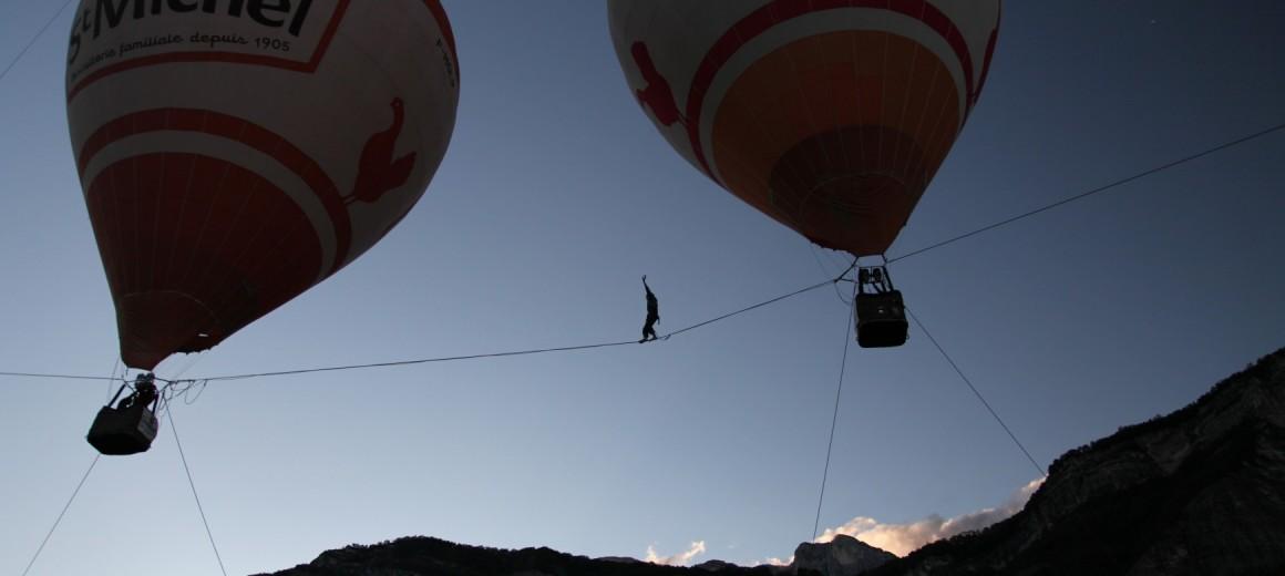 highline between air balloons