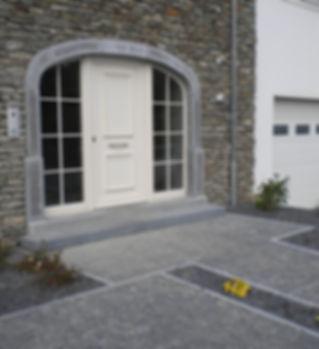 Seuils, encadrement de fenêtres, escalier et terrasse en Pierre Bleue du Bocq