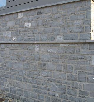 Mur extérieur en moellons en Pierre Bleue du Bocq