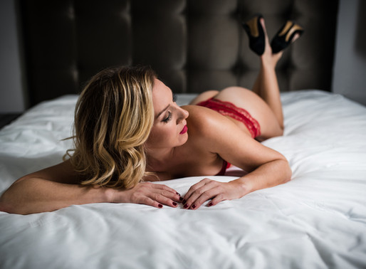 Downers Grove Boudoir // Best Laying Boudoir Poses