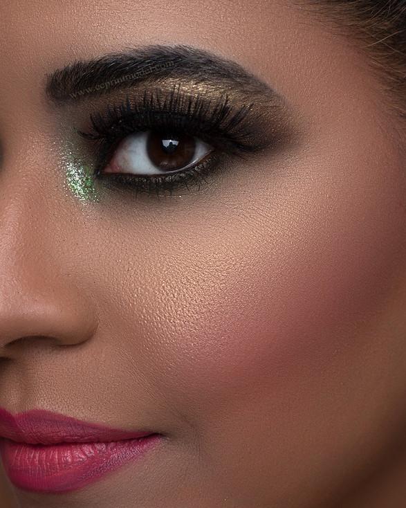 Beauty model green eyeshadow and pink lipstick