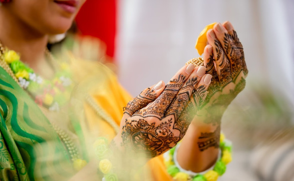 mehendi henna hand art