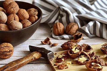 walnuts-3844990_1920.jpg