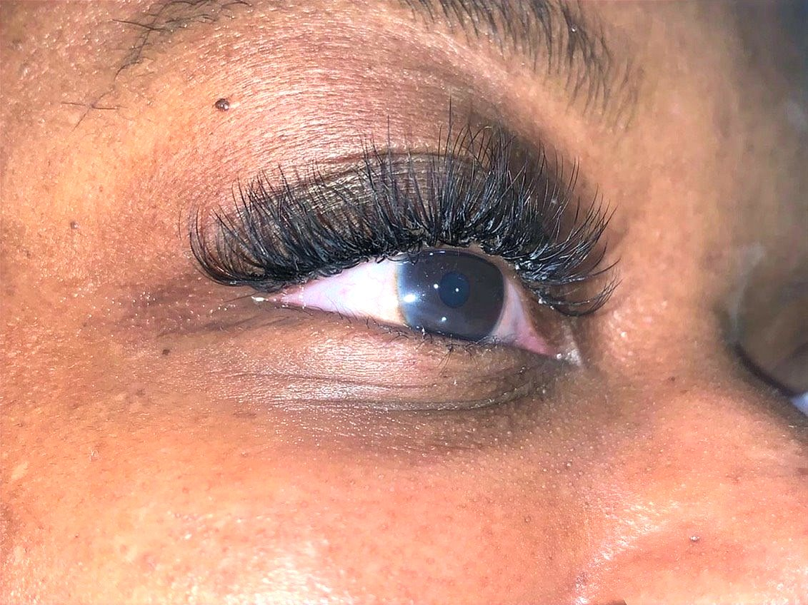 Close up of Hybrid Lashes
