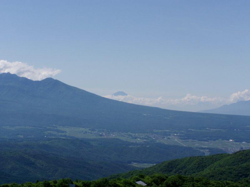 霧ヶ峰から八ヶ岳富士山を望む