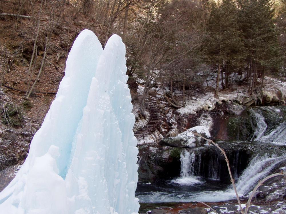 冬おしどり隠しの滝