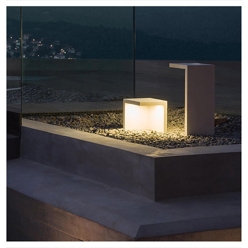 Outdoor Corner Lamp (Medium)