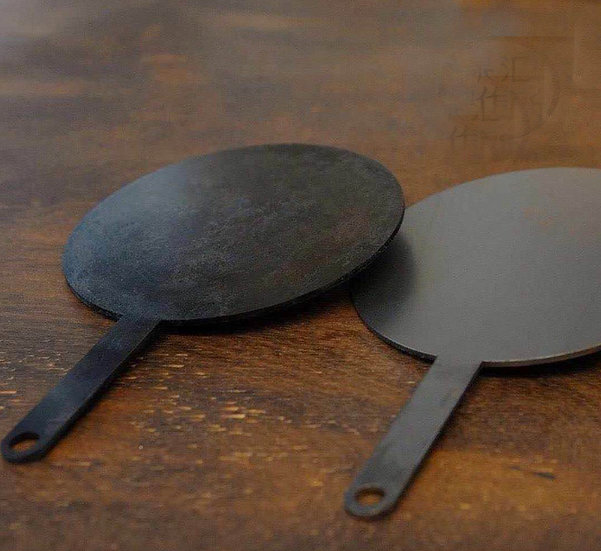 Griddle Pan with leather handle cover