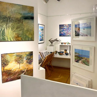 Gallery Interior Glimpse 1