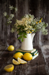Coutry style bunch of flowers | food photography