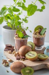 Chocolate mousse with kiwi fruit | food photography