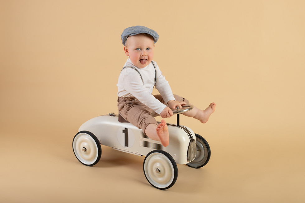 children photo session with this funny bou | children photography