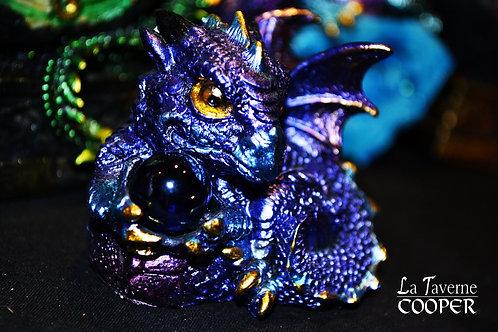 Bébé Dragon Bleu avec Boule de Cristal