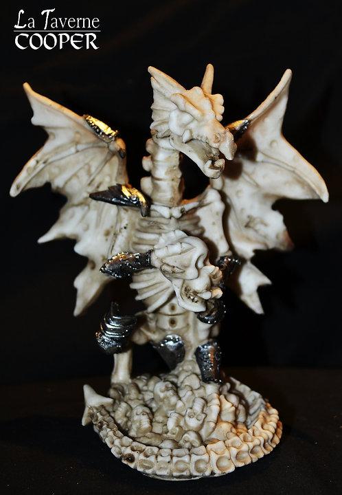 Squelette de dragon avec crâne