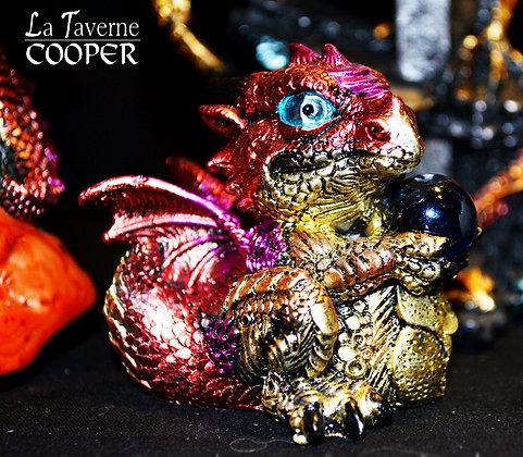 Bébé Dragon Rouge avec Boule de Cristal