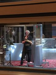 Michel Comeau dans le grand studio aux Piccolo