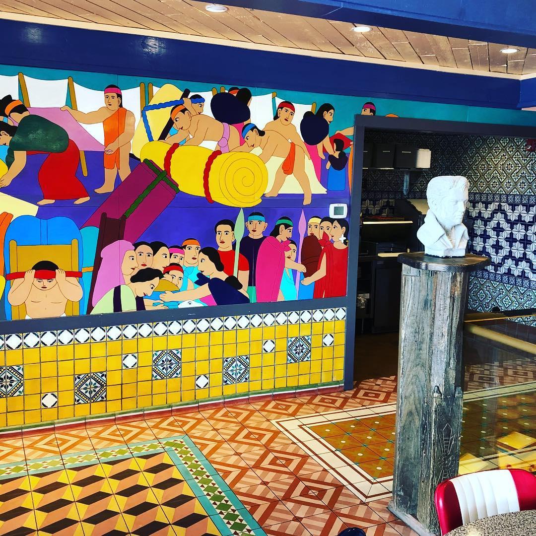 Chuys Interior 02