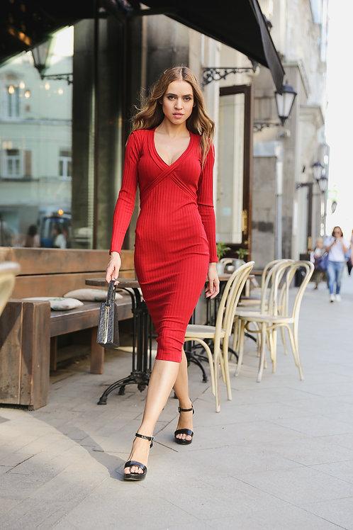 Облегающее трикотажное платье миди