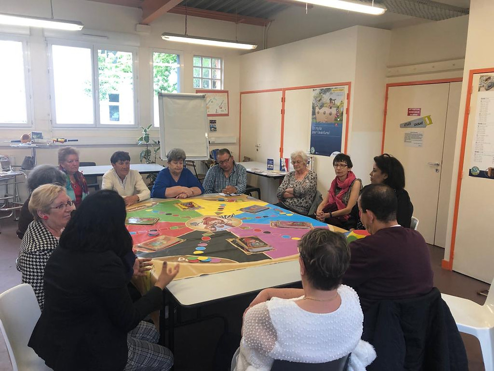 une animation avec un groupe de femmes au centre social du Breil Malville