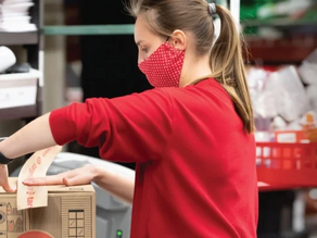 Target sets off holiday shopping with deals, price matching
