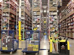 Amazon pushes average hourly pay above $18 to lure 125K new fulfillment, transportation employees